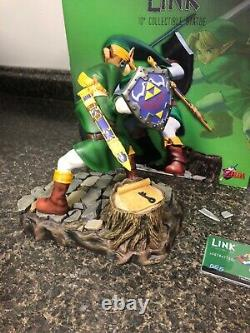 First 4 Figures Legend Of Zelda Statue Link Green Tunic Rare #2286/1500 Broken