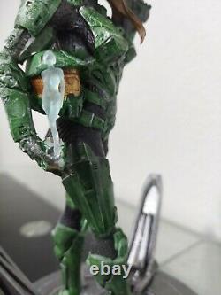 Halo Master Chief (Female) 9 Statue Figure + Cortana