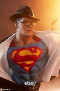 Sideshow Collectibles Superman Statue Call to Action Premium Format Figure