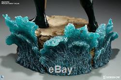 Sideshow DC Comics Aquaman Premium Format Figure Batman, Justice League Statue