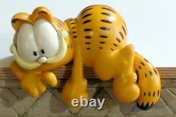 Vintage Statue Figure Resin Garfield Paws
